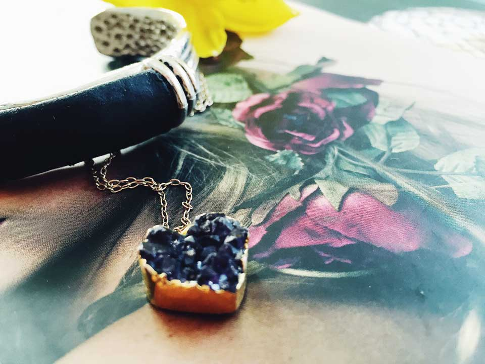 Schmuck, Jewellery, Schmuckstücke, Trends 2017, Frühling, Armreif, Kette, Herz, Florale Muster, Blumenprints, Extravaganz,