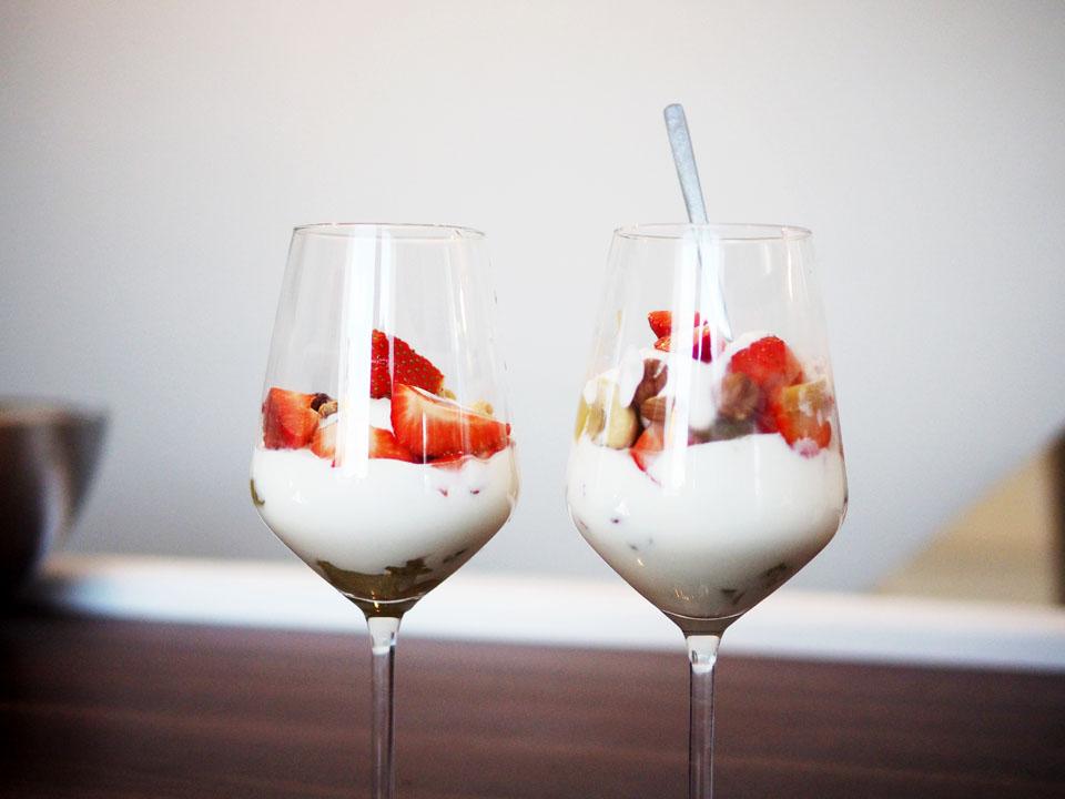 Rezept, Erdbeer küsst Rhabarber, Dessert, Nachtisch, einfaches schnelles Rezept, Nüsse, Mascarpone, Essen,