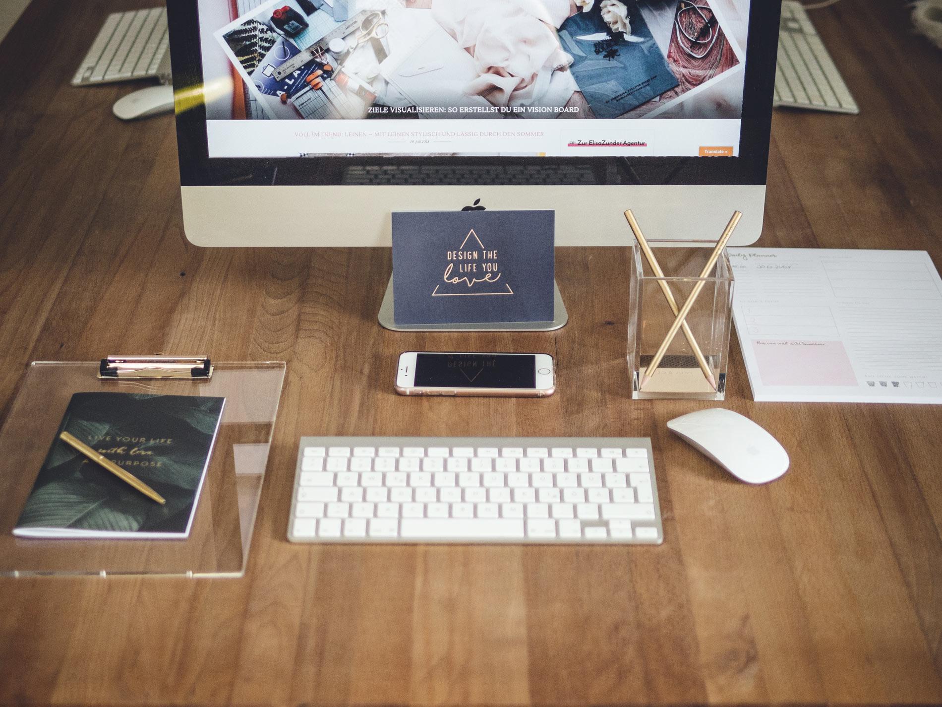 Stilvolle Büroaccessoires, Schreibtischzubehör, Blick auf meinen Schreibtisch, Schreibtisch einrichten, Inspiration für den Schreibtisch, Einrichtung Home Office, Home Office einrichten, Office Collection, Werbung sponsored Post,