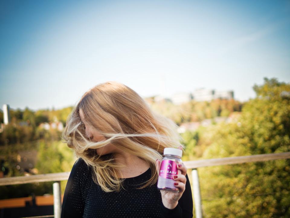Haarvitamine, Haarvitamine von IvyBears, Haarvitamine gegen Haarausfall. Haarvitamine gegen dünnes glanzloses Haar, Tipps für schöne Haare, schönes glänzendes Haar, festes Haare, starkes Haar, Beaty Hacks, Beauty Trend, Nahrungsergänzungmittel, Vitamine, Vitamine für die Haare, Haarwachstum