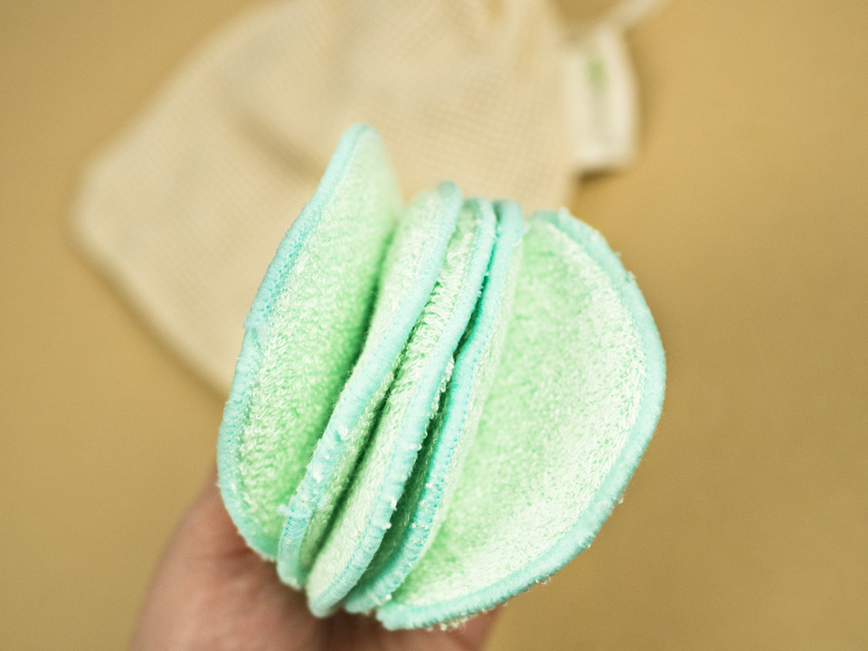 Abschminkpads aus Bambus, wiederverwendbare Abschminkpads, weniger Abfall beim Abschminken, Zero Waste, umweltfreundliche Abschminkpads, Abschminken leicht gemacht, nachhaltige Abschminkpads, Zero Waste im Badezimmer