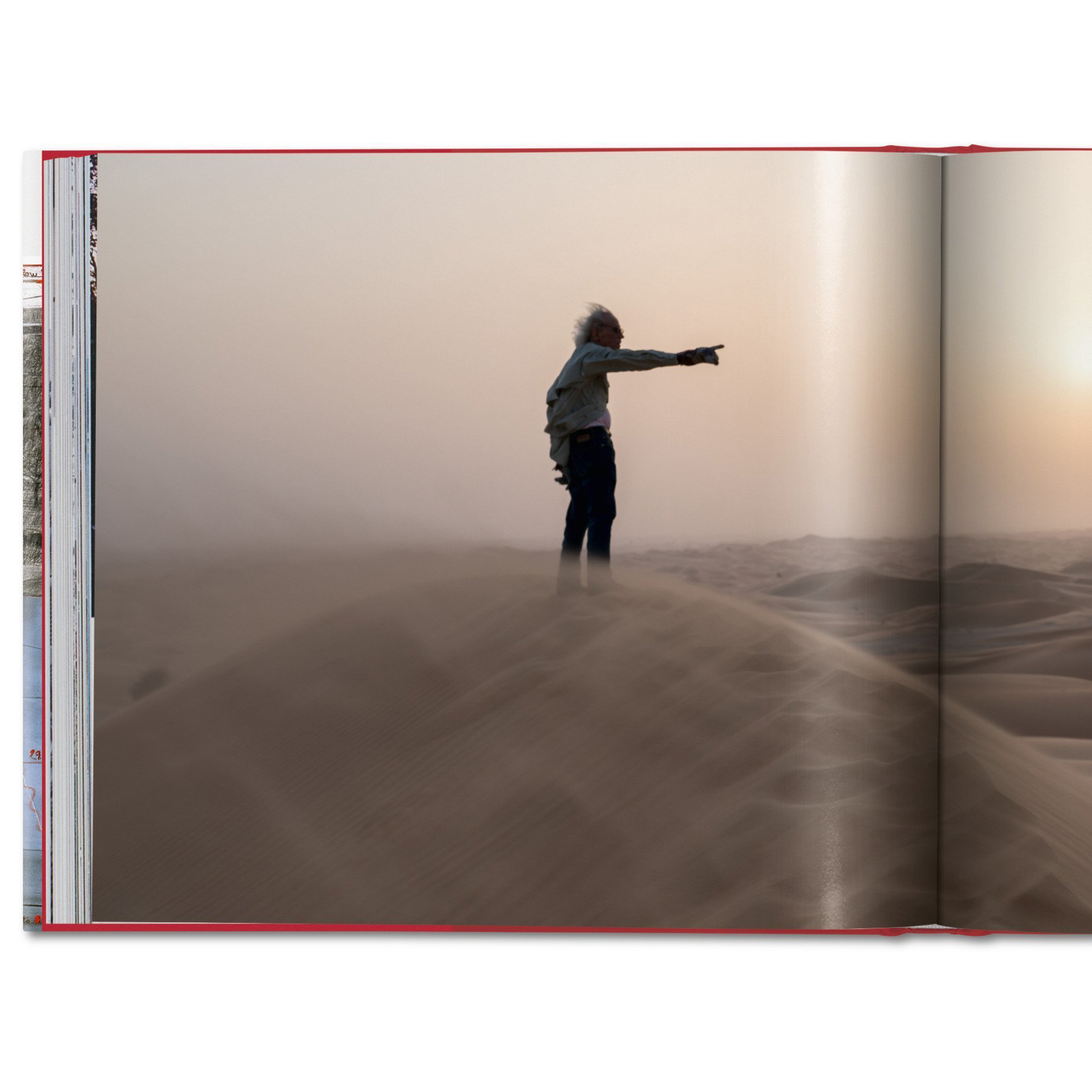 Christo signiert seine Bücher verhüllter Reichstag, Floating Piers und Barrels and The Mastaba in Berlin, TASCHEN Bücher, Bücher vom TASCHEN Verlag, Kunstler, Installation, Kunst, Art, Event Tipp