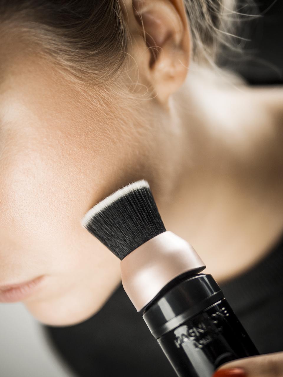 Magnitone BlendUp, BlendUp, Make-up Tool, Beauty Tools, natürlicher Make-up Look, natürliches Make-up, Flawless Make-up, natürliche Grundierung, natürliche Foundation, Make-up Tipps, Make-up, Schminken, natürlich schminken, natürlich schön