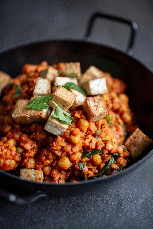 vegane Rezepte für jeden Tag, vegane einfache Rezepte, leckere vegane Gerichte, vegan kochen, 3 vegane Rezepte, veganer Linsentopf mit Tofu, Linsen, Linsen sind gesund, Linsen Gerichte