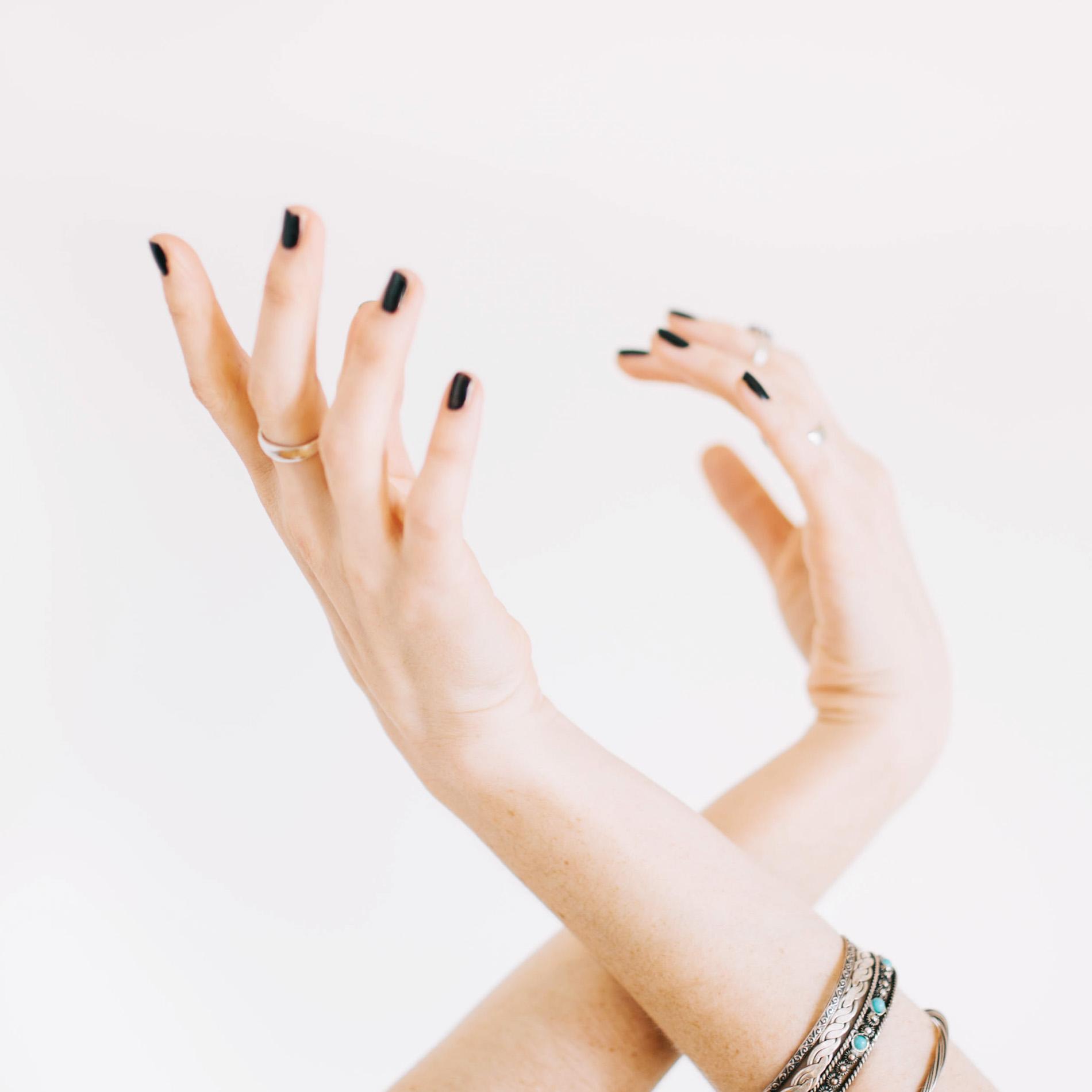 trockene Hände, Was hilft gegen trockene Hände, Was hilft bei trockenen Händen, Hausmittel bei trockenen Händen, Tipps gegen trockene Hände, trocken Hände was tun, wie pflege ich trockene Hände, trockene Hände was hilft, Beauty Blog, ElisaZunder Blogazine, Beauty Tipps bei trockenen Händen, Beauty Tipps