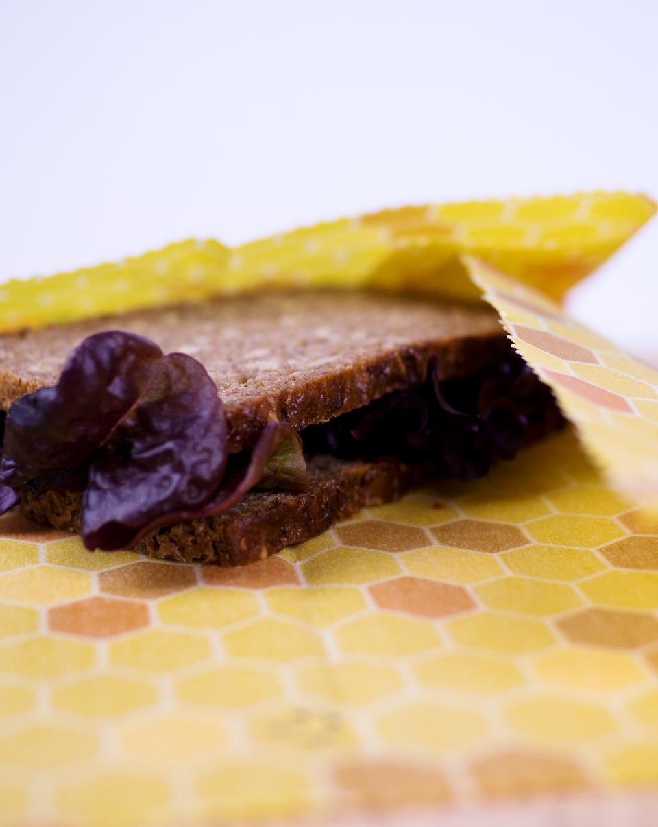 Anwendungstipps für Bienenwachstüchern, Bienenwachstücher Anwendung, Bienenwachstücher in der Anwendung, Pflegetipps für Bienenwachstücher, Reinigung von Bienenwachstücher, Bienenwachstücher pandoo, ElisaZunder Bogazine