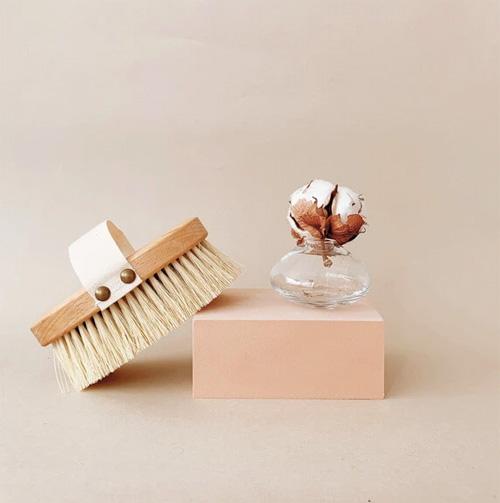 Trockenbürsten, Trockenbürstungen, Bürstenmassage, Trockenbürste Körper, Trockenbürsten Anleitung, Trockenbürste ruhi