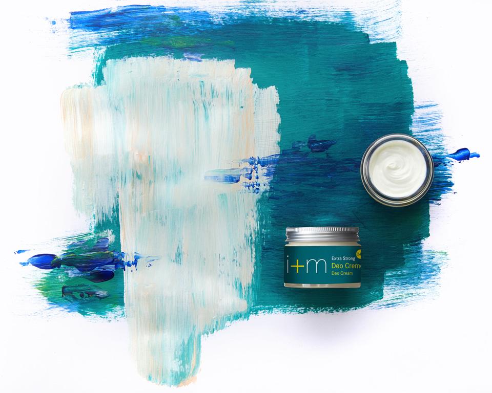 Gewinnspiel mit i+m, Naturkosmetik, Gewinne Produkte von i+m, Hydro Perform Hyaluron Serum 3-fach, Shampoo Verbene, Vanilla Lip Care, extra Strong Deo Creme