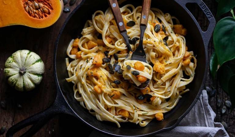 Bandnudeln mit Kürbis-Cashew-Sauce, veganes Rezept, Kürbispasta, Pasta mit Kürbis, Bandnudeln mit Kürbis, vegane Küche,