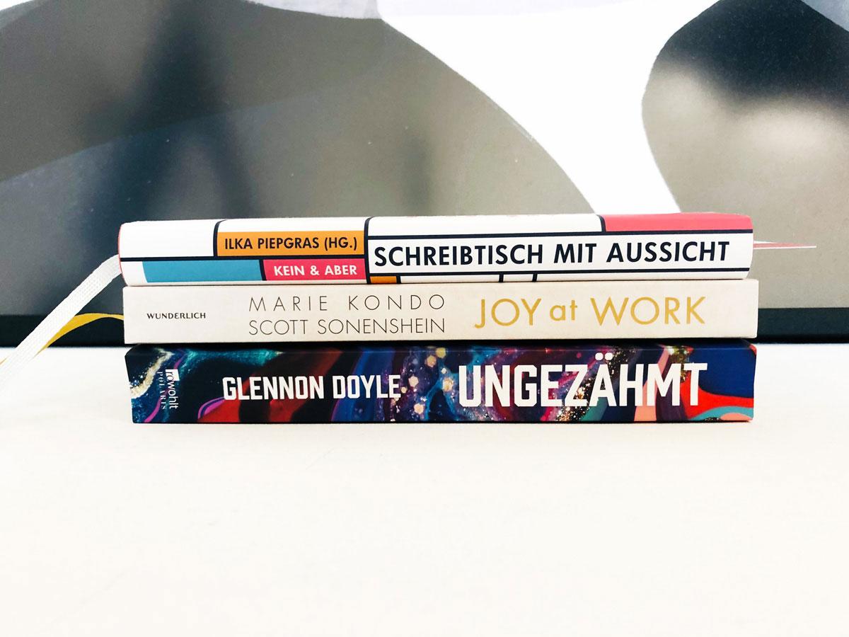 Bücher, die uns beflügelt haben, Buch, Buchtipps, Bücher, ElisaZunder Blogazine, Glennon Doyle ungezähmz, Marie Kondo, Schreibtisch mit Aussicht